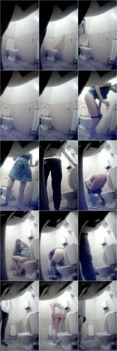 Peeping in a Female Toilet [UltraHD/2K 1280P]