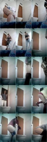 Spying on Pissing Women in the Toilet of the Clinic [UltraHD/2K 1280P]