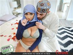 teencurves-19-04-13-violet-myers-childbearing-hijab-hips.jpg