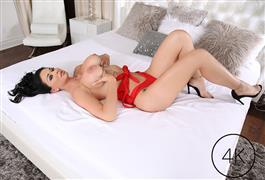 manuelferrara-19-03-14-brooke-beretta-busty-slut-bounces-on-manuels-cock.jpg