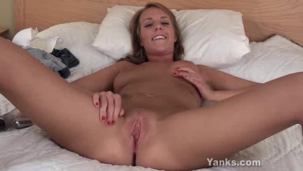 yanks-19-04-16-alisha-adams-sexy-snatch.png