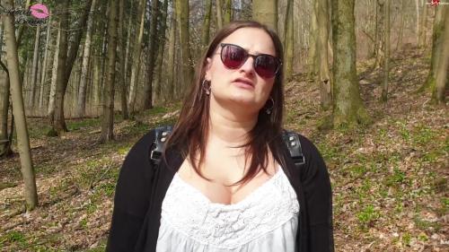 HollyBanks - Im Wald verirrt - Was nun - Lass uns ficken [FullHD 1080P]