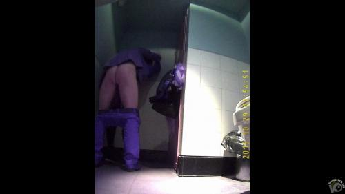 Couple__in_a_public_toilet