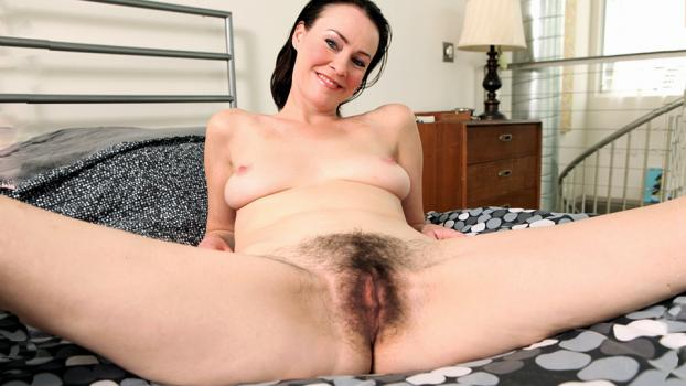 rodneymoore-19-04-23-veronica-snow-hairy-pussy-surprise.jpg