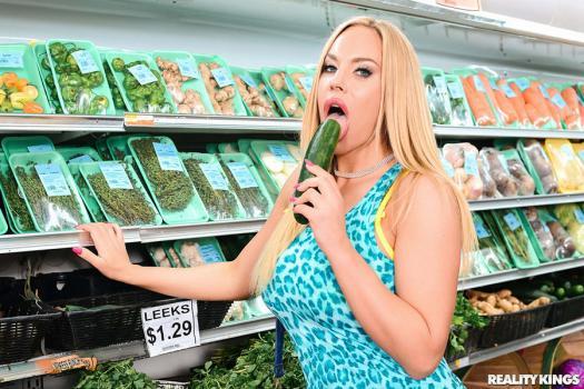 milfhunter-19-04-29-olivia-austin-produce-aisle-poonani.jpg
