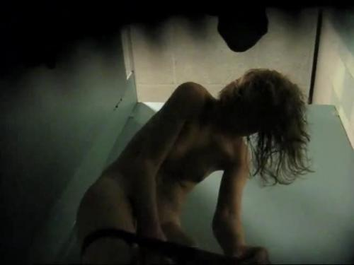 hidden-cam-nice-young-lady-changing-in-poolcabin-