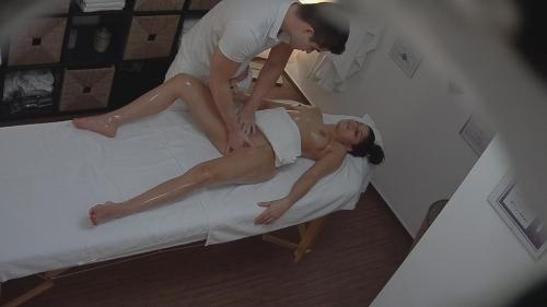Gypsy gets fingered during the massage