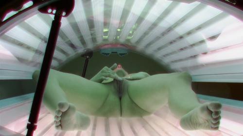 Wonderful MILF plays with her pussy in solarium