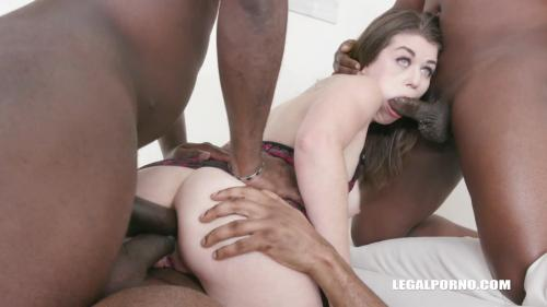 Anastasia Rose goes for golden shower feeling IV296 [HD 720P]